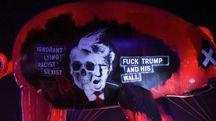 Il maiale volante con la faccia di Trump durante il concerto di Roger Waters (Lapresse)