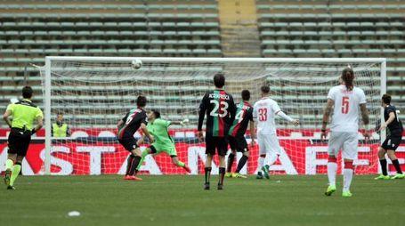 Il gol del 2-1 per il Bari, segnato da Galano (foto LaPresse)