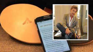 """L'attore Roberto Farnesi e la scarpa """"intelligente"""""""