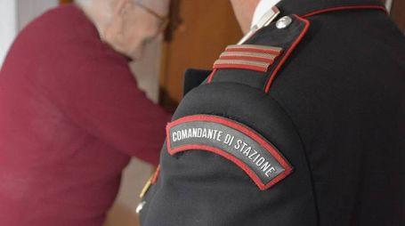 L'anziana donna, resasi corto del furto ai suoi danni, ha immediatamente telefonato ai carabinieri
