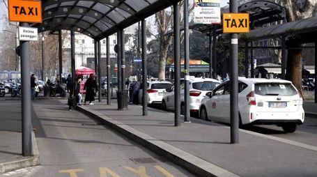Taxi fermi in Stazione Centrale a Milano