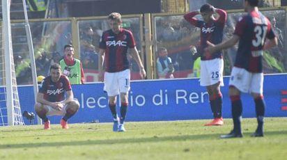 La delusione dei giocatori del Bologna dopo il gol dell'Inter (Foto Schicchi)