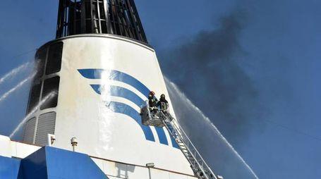 Incendio sul traghetto Snav Toscana al largo della costa di Palermo (Ansa)
