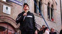 Fabio Rovazzi sul palco al Carnevale di Cento (foto Andrea Samaritani)