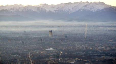 Previsioni meteo, smog in Pianura Padana. Nella foto Torino (Ansa)