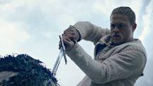 Charlie Hunnam in una scena di 'King Arthur - Il potere della spada' – Foto: Warner Bros.