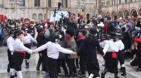UN ANNO FA Il Carnevale dei bambini in piazza a giovedì grasso (Labolognese)