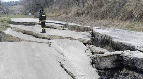 I danni causati dalla frana a Ponzano di Civitella del Tronto, Teramo (Ansa)