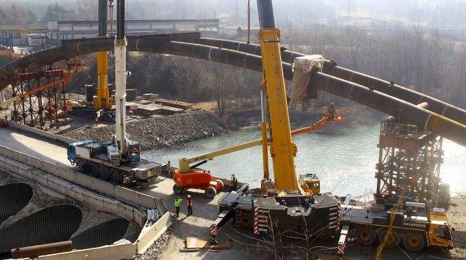 Il ponte ad arco ribassato della lunghezza complessiva di 105 metri (National Press)