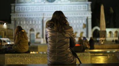 Una ragazza single (foto NewPressPhoto)