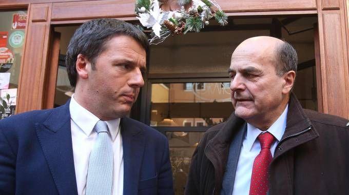 Matteo Renzi e Pierluigi Bersani  (Ansa)