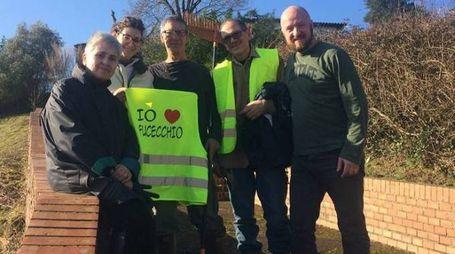 Il gruppo 'Io amo Fucecchio' è formato da volontari e si dedica alla pulizia della città