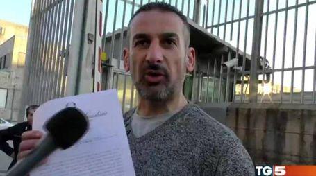 Angelo Massaro all'uscita dal carcere (Ansa)