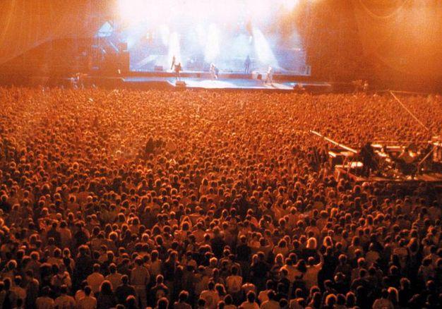"""Il primo concerto a San Siro nel 1990 """"© 1990 Chiaroscuro creative"""""""