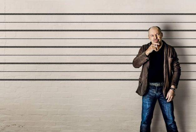 L'immagine utilizzata per 'Scrivilo sui muri', la gigantografia dove i fan visitatori della mostra potranno lasciare autografi. '© Foto di Gianluca Simoni per Chiaroscuro creative'