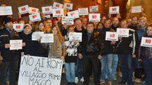 Rimini, la protesta dei residenti fuori dal consiglio comunale (foto Migliorini)