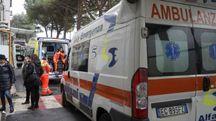 Ambulanze in arrivo al pronto soccorso (foto d'archivio)