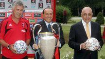 Carlo Ancelotti con Berlusconi e Galliani dopo la conquista della Champions 2017 (Ansa)