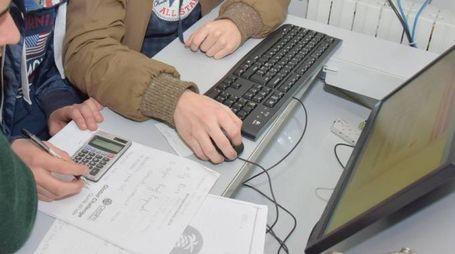 Anche la tecnologia può creare dipendenza (foto d'archivio Torres)