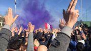I tifosi allo stadio durante la protesta