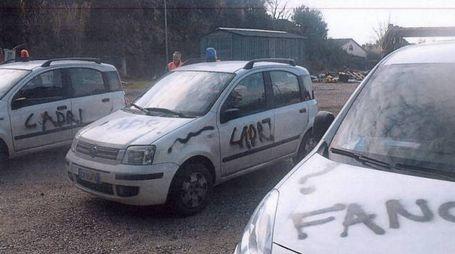 Le auto vandalizzate della Provincia di Pisa