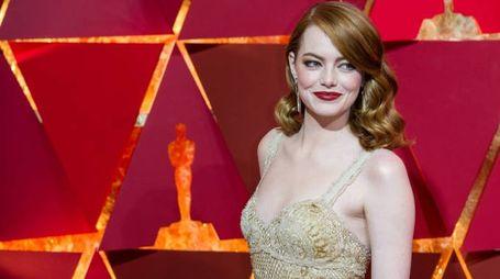 Oscar 2017, Emma Stone sul red carpet (Lapresse)