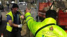 Gli operai di Euroambiente in azione