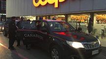 I carabinieri davanti alla Coop