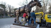 Tra i viali Polischi-Drusiani e Bottonelli ecco la scultura monumentale (foto Schicchi)