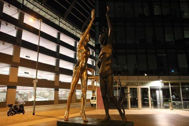 La scultura monumentale in piazza Liber Paradisus (Foto Schicchi)
