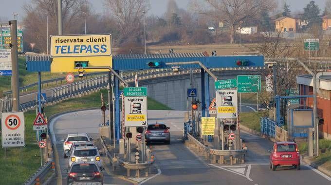 Il casello autostradale di Bologna Arcoveggio (fotoSchicchi)