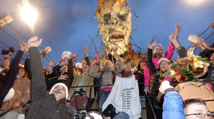 Festa sul carro di Avanzini (foto Umicini)