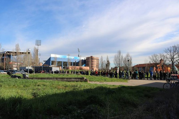 La fila per i biglietti del concerto di Ligabue al PalaBigi
