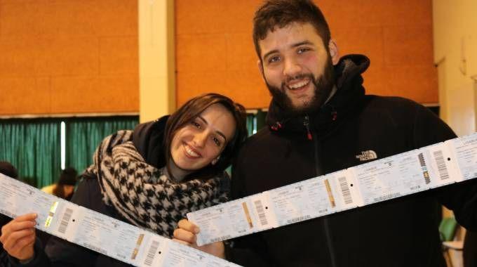 Concerto di Ligabue a Reggio Emilia il 27 aprile, i fan coi biglietti (Foto Parmeggiani)