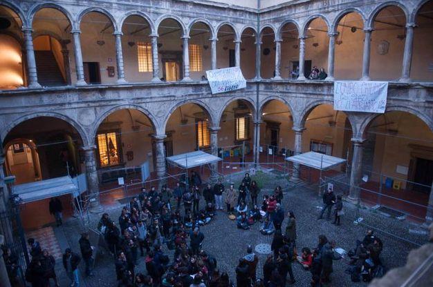 Bologna Occupazione A Legge Il Rettore Per Ora Non