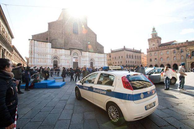 Patrizio Roversi e Syusy Blady interpretano la parte di vigili urbani (Massimo Paolone)