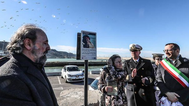 Delitto del catamarano, l'intitolazione del molo di Levante ad Annarita Curina (Fotoprint)