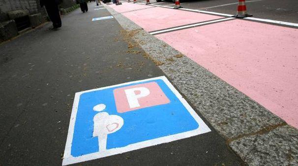 Un parcheggio rosa (Newpress)