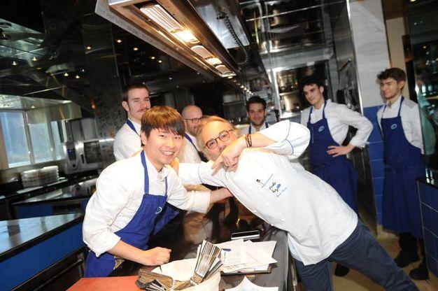 Chef Marco Sacco con la sua brigata di cucina