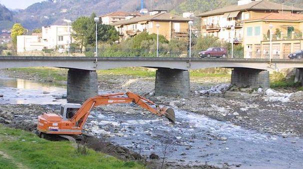 Lavori del Consorzio sul fiume Pescia