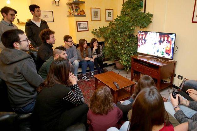 In casa per la finale di Masterchef con Valerio Braschi e i suoi amici (Foto Petrangeli)