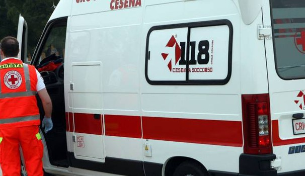 Cesena, allieva del liceo Righi sta male. Ma l'ambulanza rimane bloccata (foto Ravaglia)