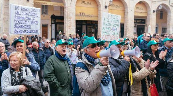 Verde Mare, la protesta dei clienti (foto Zeppilli)