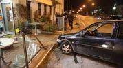 L'auto ha distrutto il dehor del Blue Bar di via Dismano (foto Ravaglia)