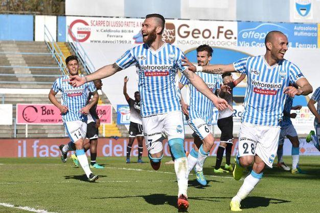 Antenucci e compagni festeggiano il gol del vantaggio sul Cesena (Foto LaPresse)