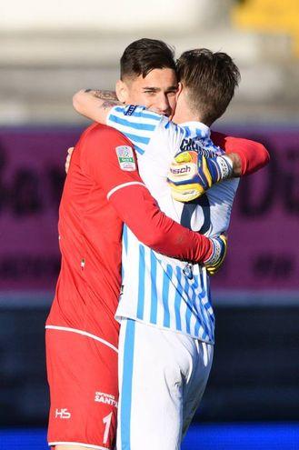 Alex Meret e Michele Cremonesi esultano per la vittoria (foto LaPresse)