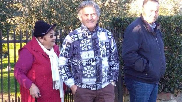Alcuni abitanti con il sindaco Daniele Montebello