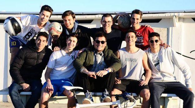 Gruppo di amici in spiaggia (foto Migliorini, Adriapress)