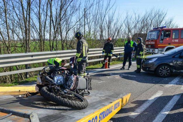 La moto a terra (Foto Donzelli)