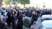 Tanti applausi e molta commozione durante i funerali dei coniugi deceduti sull'A14 (foto Labolognese)